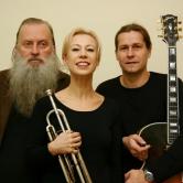 Ménage à trois – spielt, rapt, slammt aus dem neuen Band XOGT HODA   (Lyrik mit Jazz)